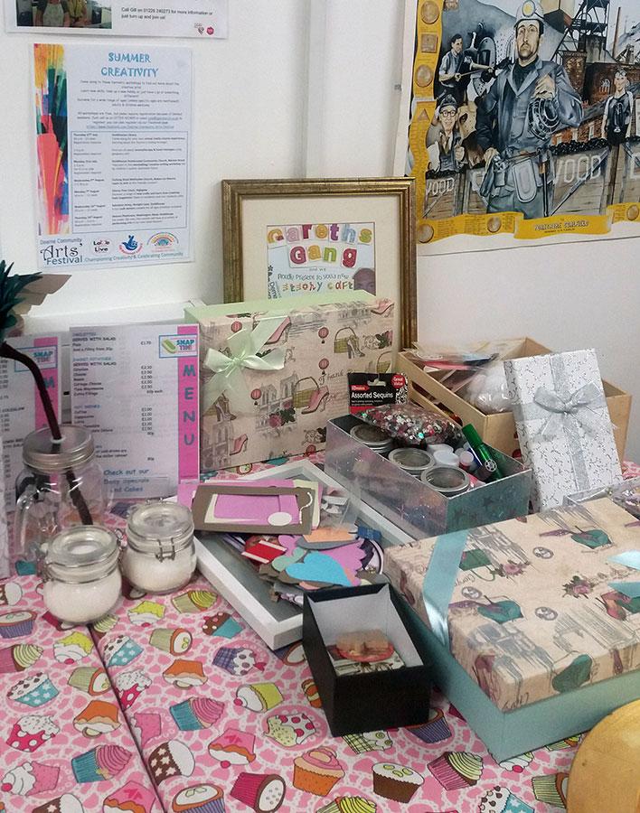 Making Memory Boxes at The Snap Tin Cafe